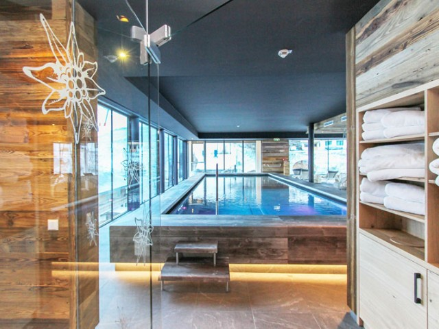 wellness-pool-hotel-saalbach-rooftop.jpg