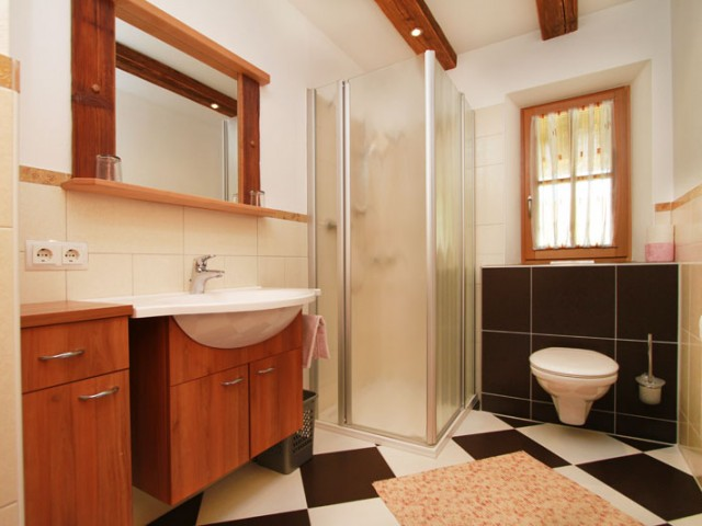 fewo-achberg-badezimmer2.jpg