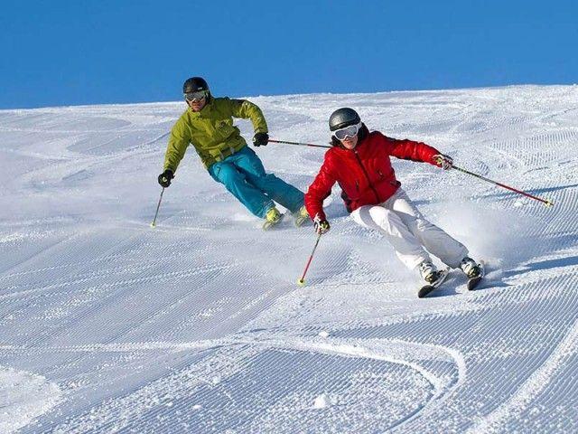 Skifahren auf der Steinplatte
