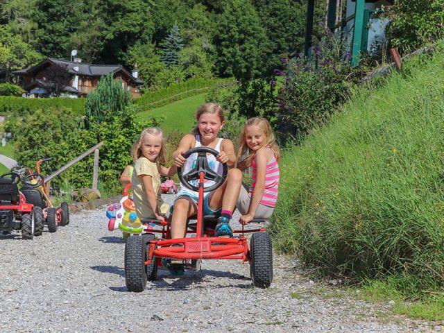 kinderbauernhof-reiten-muehlbach-hochkoenig-5126.j
