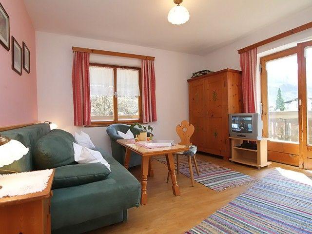 Wohnzimmer mit Blick zu den Loferer Steinbergen