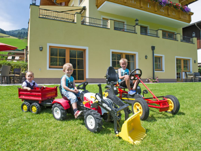 kinder-traktor.jpg