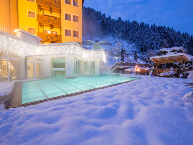 Alpenblick_pool_Winter17-1.jpg