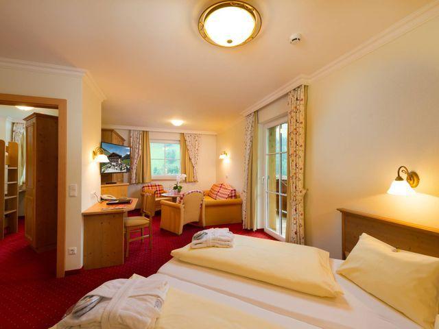 Familienzimmer-Panorama-Hotel-Lammwirt-Grossarl.jp