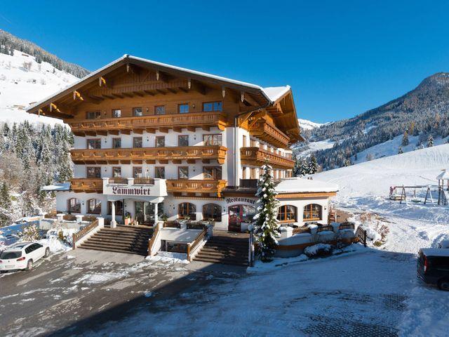 Hotelansicht-Winter.jpg