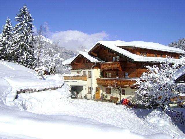wandlehenhof-winter-haus-aussen