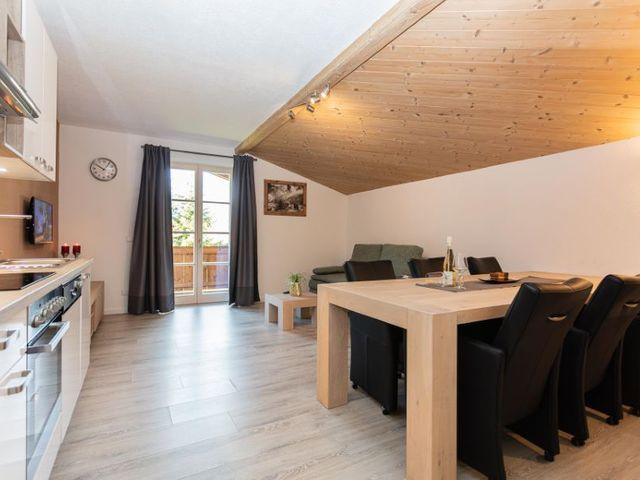 kueche-wohnzimmer-ferienwohnung-lofer.jpg