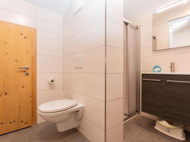 toilette-badezimmer-dusche-ferienwohnung.jpg