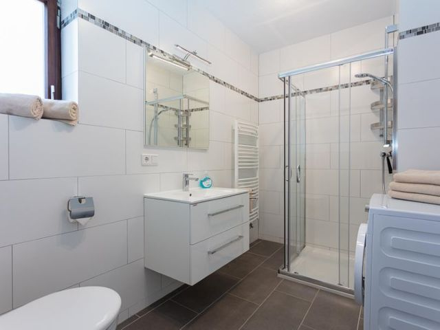 badezimmer-dusche-toilette-lofer.jpg