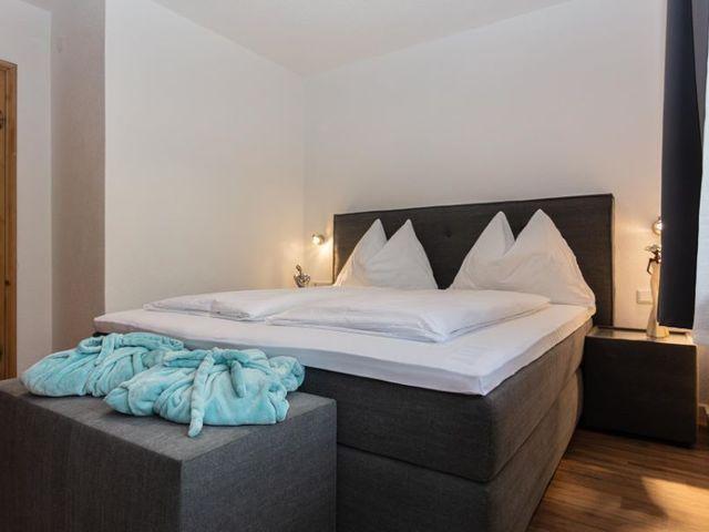 boxspringbett-schlafzimmer-lofer-ferienwohnungen.j