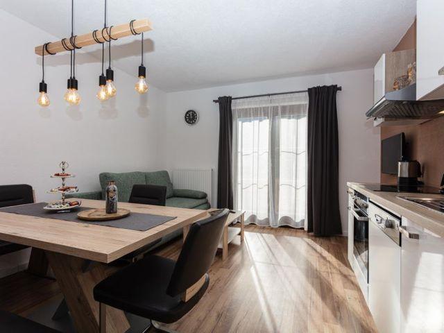 couch-wohnzimmer-ferienwohnung-lofer.jpg