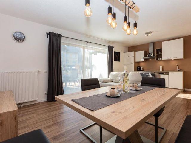 esstisch-wohnzimmer-ferienwohnung-lofer.jpg