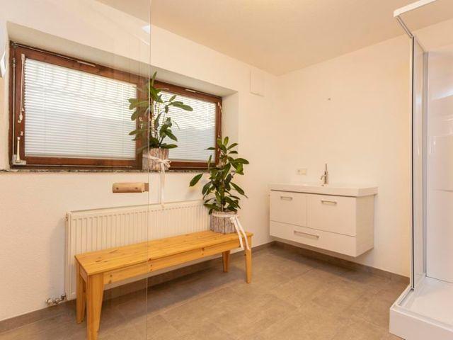 pflanzen-sauna-wellnessraum.jpg