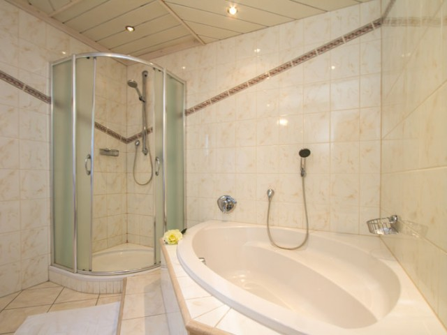 badezimmer-badewanne-lofer.jpg