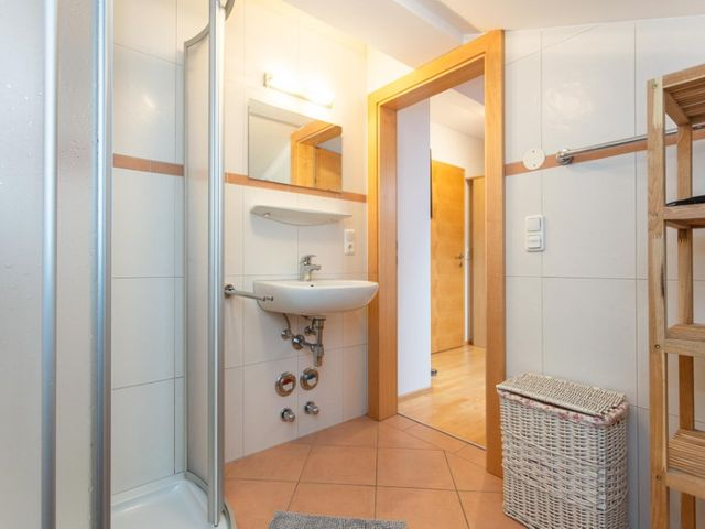 biobauernhof-bramberg-ferienwohnung-badezimmer.jpg