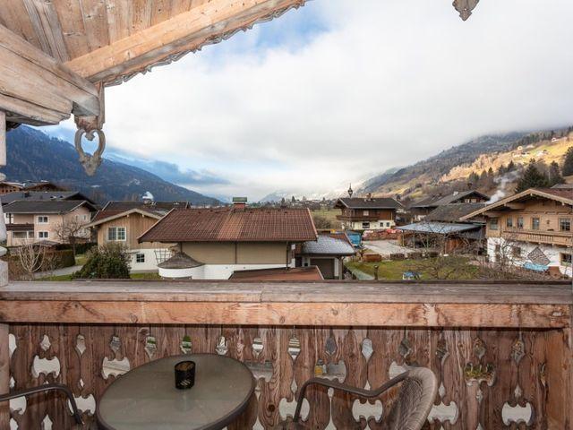 biobauernhof-bramberg-ferienwohnung-balkon.jpg
