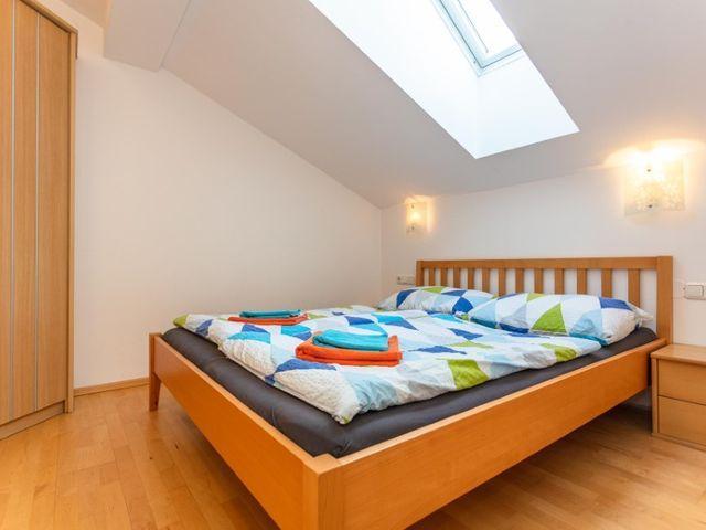 biobauernhof-bramberg-ferienwohnung-schlafzimmer.j