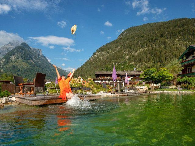 Urlaubsvergnügen  hauseigene Badeteiche.jpg