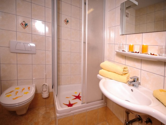 doppelbettzimmer-bad