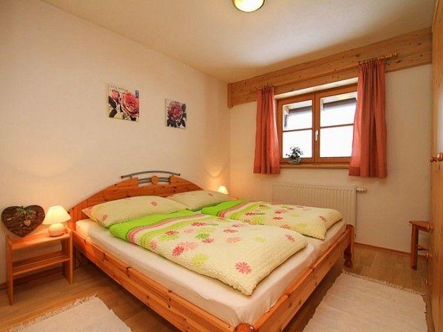 ferienhaus-fieberbrunn-schlafzimmer.jpg