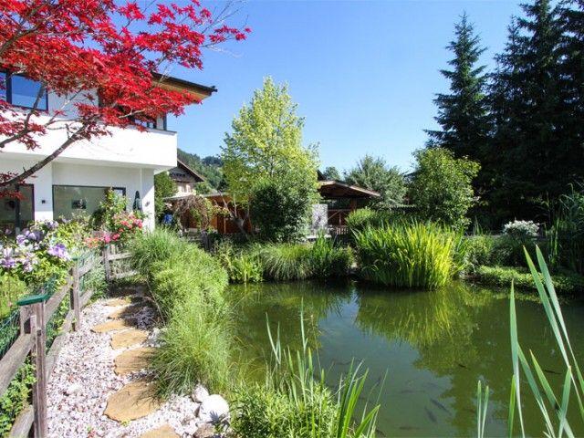 Garten mit Spielwiese und Teich